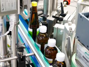 Labeling system labeling bottles